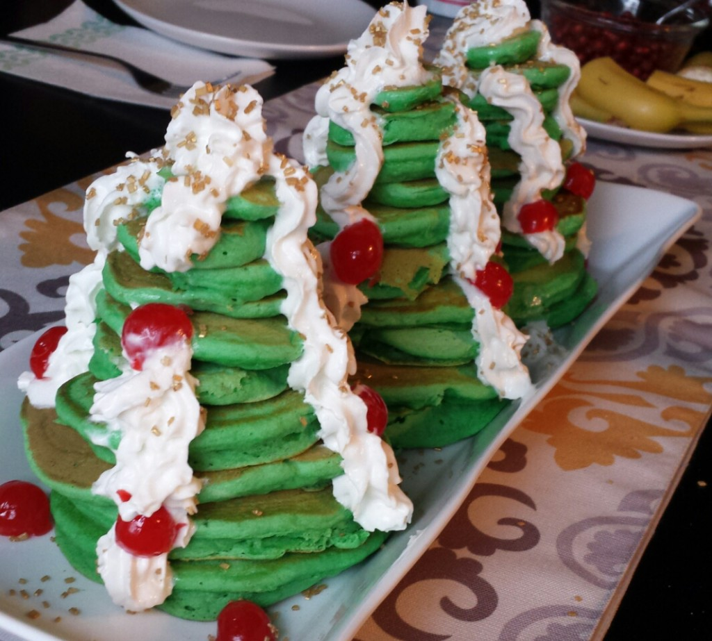 Christmas Tree Pancakes--a fun and simple breakfast
