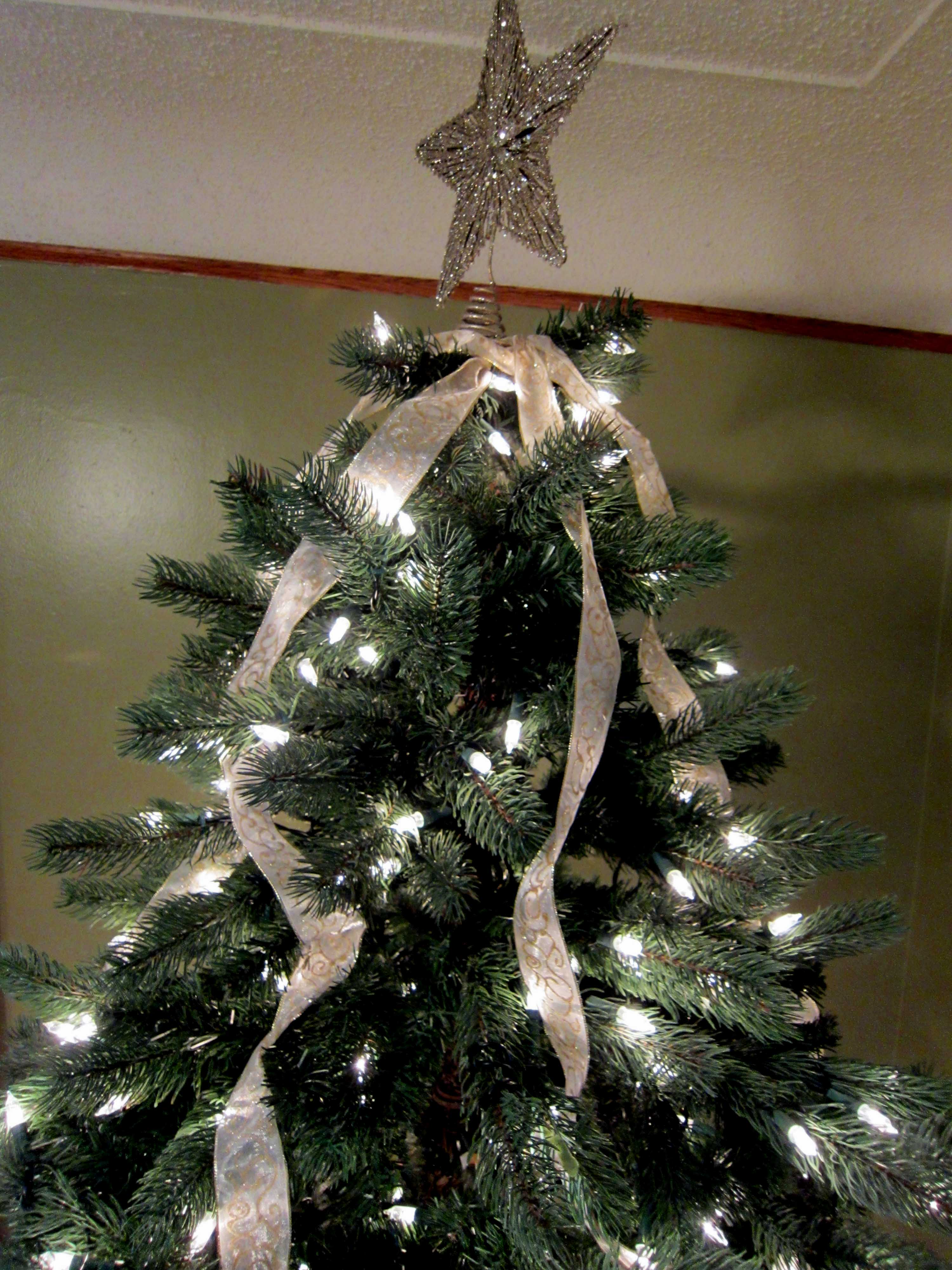 ribbon on tree - How To Put Ribbon On A Christmas Tree